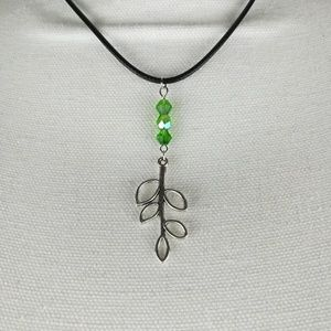 Jewelry - Silver tone leaf necklace with green glass beads